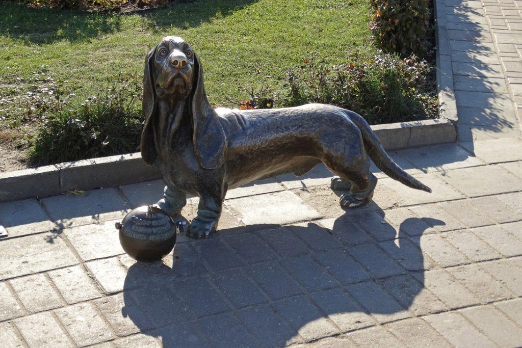 Памятник собачке