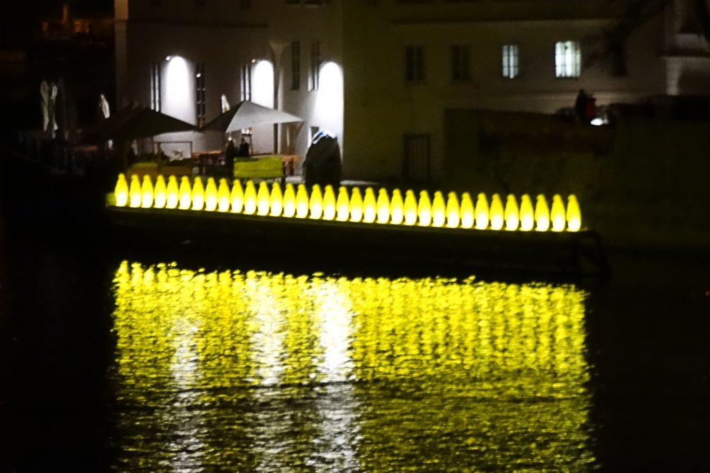 желтые пингвины