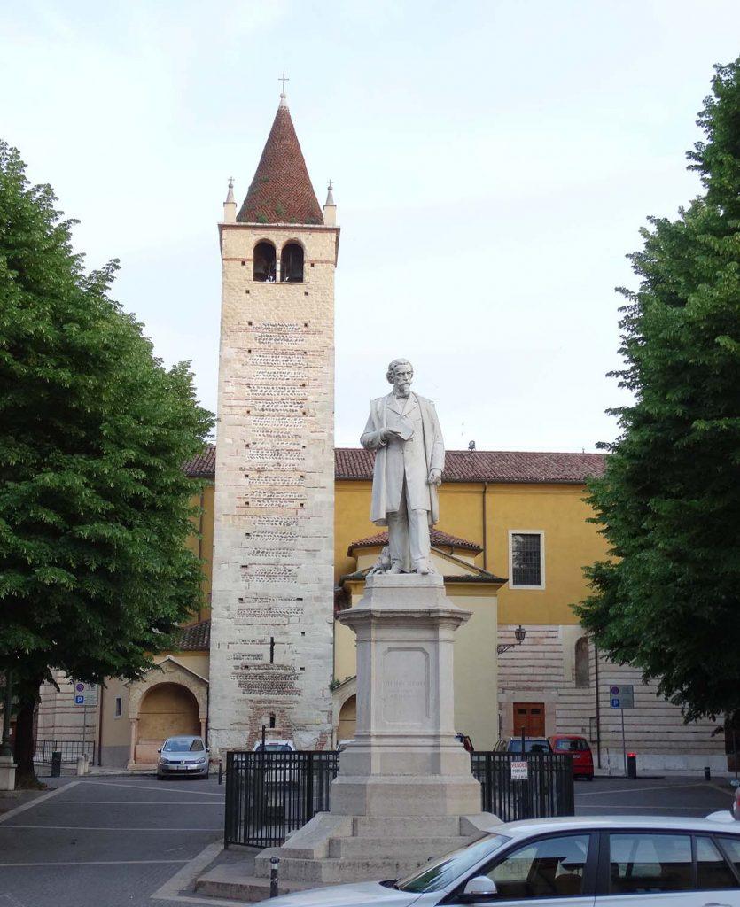Памятник Алеардо Алеарди