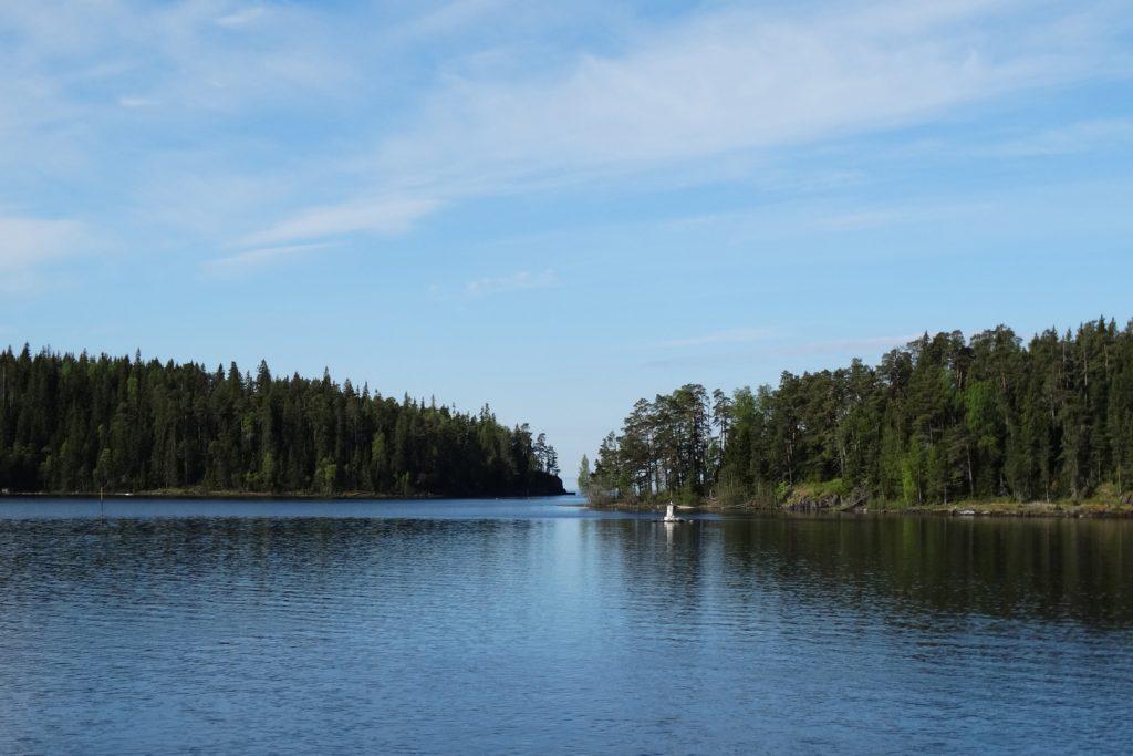 Слева  - остров Никоновский, справа - Овсяный