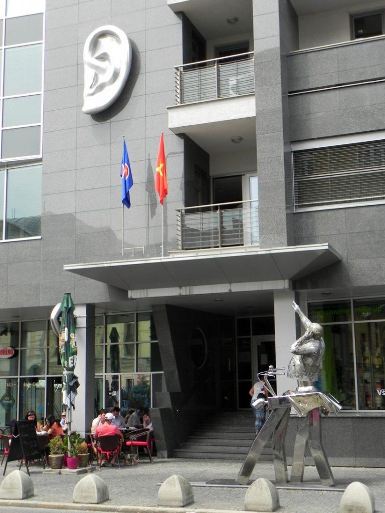 Братислава. Памятник Юлиусу Сатинскому