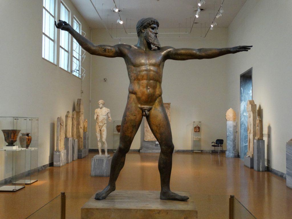 бронзовая статуя бога