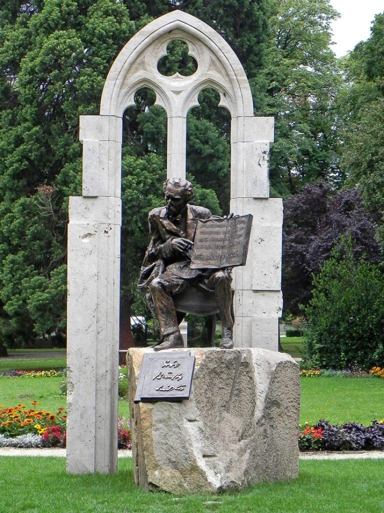 Памятник Миклошу Банфи