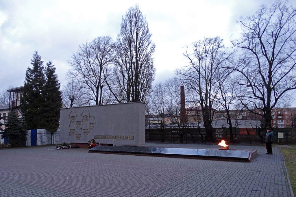 Мемориальный сквер на Комсомольской