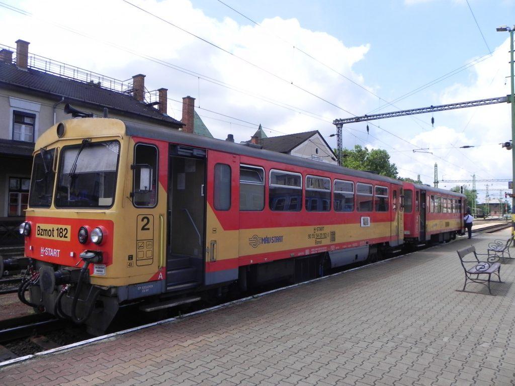 Поезд Шарвар - Тапольца