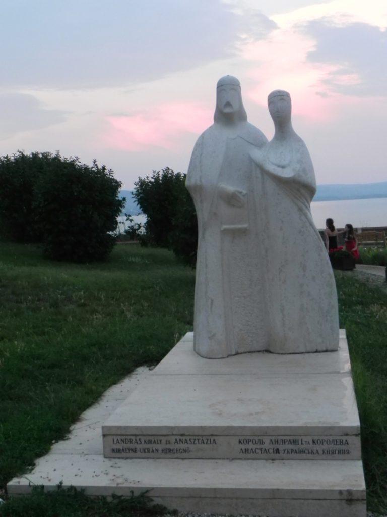 ПамятникАндрашу и Анастасии