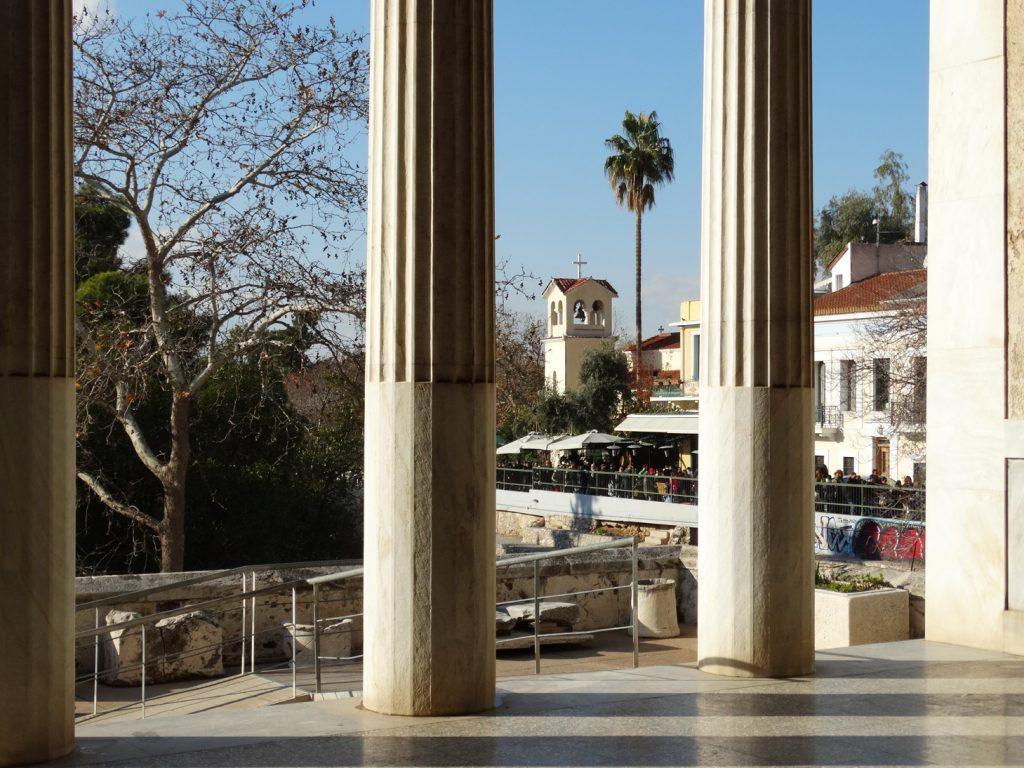 Вид от колоннады Аттала на улицу Адриана
