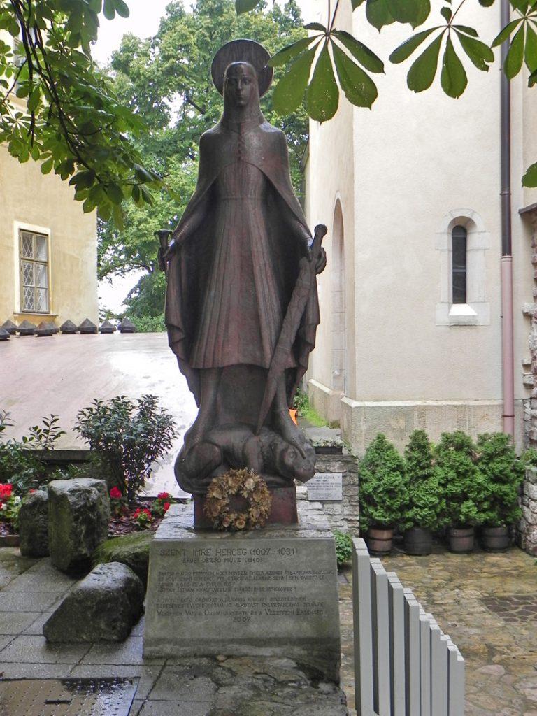 Памятник сыну Иштвана I, Святому Имре.